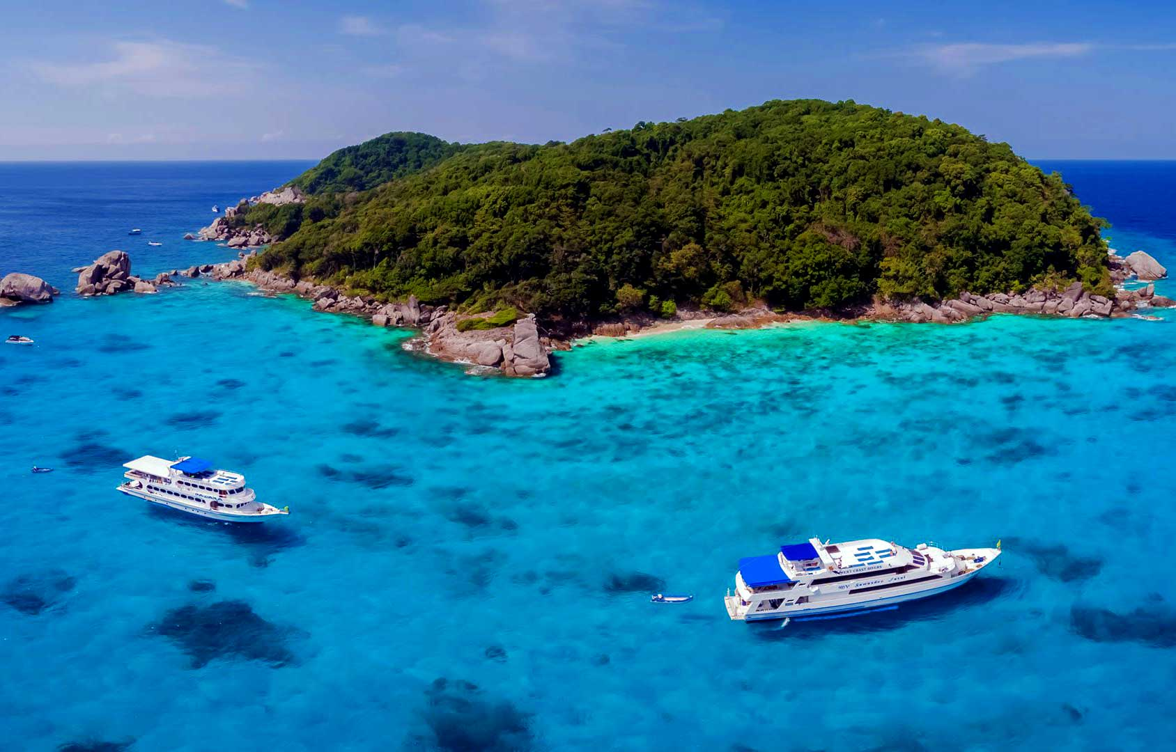 Similan liveaboards at Similan Island 7